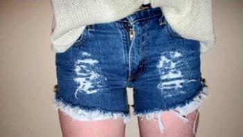 กางเกงยีนส์ขาดๆ กำลังฮิต มา DIY ทำใส่เองกันเถอะ