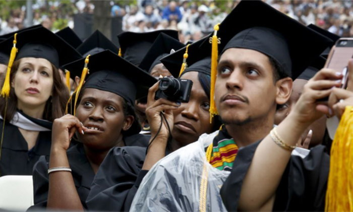 จำนวนนักเรียนต่างชาติที่สมัครเรียนมหาวิทยาลัยในสหรัฐฯ ลดลงบางแห่ง