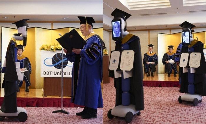 มหาวิทยาลัยญี่ปุ่นล้ำ รับปริญญาผ่านหุ่นยนต์ ด้วยวิดีโอคอล ปลอดภัยไร้โควิด