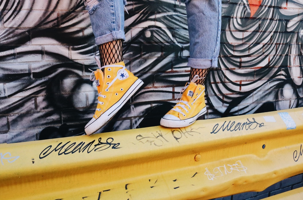 รองเท้าผ้าใบ ไอเทมสุดฮิตสำหรับคนยุคนี้!!