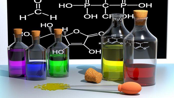 chemistry-740453_1280-696x392