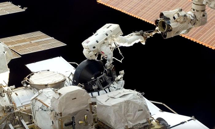ดาราศาสตร์น่ารู้ สถานีอวกาศนานาชาติปรับหมุนทิศทางอย่างไร?