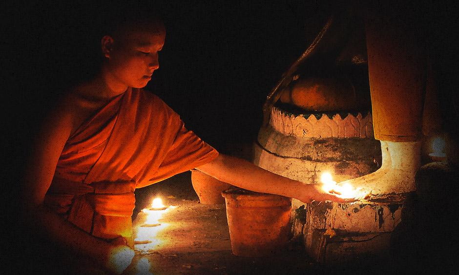 ขอเชิญชวนพุทธศาสนิกชน บริจาคเงินเพิ่มแสงสว่างให้วัดที่ห่างไกลในวันเข้าพรรษา