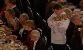 """ดังข้ามคืน """"มิสเตอร์บีน...ในชีวิตจริง"""" พลาดทำอาหารหล่นใส่แขกกิตติมศักดิ์"""