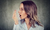 สาเหตุของกลิ่นปาก พร้อมเทคนิคง่ายๆ ช่วยดับปัญหากลิ่นปากได้อย่างตรงจุด