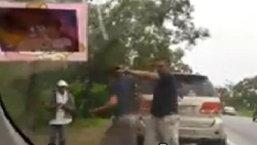 หนุ่มสินเชื่อ โร่เเจ้งความ ถูก 'ตำรวจกร่าง' พกปืนข่มขู่ ตบหัวกลางถนน