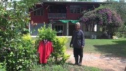 ชาวบ้านแห่แขวนเสื้อแดงหน้าบ้าน ไล่ผีแม่ม่าย หลังตายแล้ว 5 คน