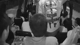 ผู้โดยสารขวัญผวา วัยรุ่นตีกัน-ควักปืนยิงคู่กรณี บนรถเมล์ ปอ.134