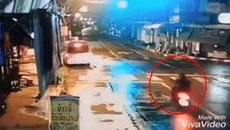 รถตู้มักง่ายกลับรถกลางแยก ทำเกิดอุบัติเหตุสลด