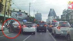 หนุ่มโพสต์คลิปจากกล้องหน้ารถ ช่วยมอเตอร์ไซค์ หลังซวยเพราะรถคันอื่น