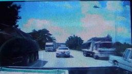 นาทีสยอง สิบล้อเบรกแตก พุ่งชนรถติดแยกไฟแตก พังยับเยิน 9 คันรวด