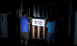 ติดป้ายประกาศขายทิ้งยกหมู่บ้าน หลังโครงการตัดไฟส่องสว่าง