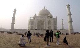 """อินเดียจ่อขึ้นค่าเข้า """"ทัชมาฮาล"""" อีก 5 เท่า หวังลดความเสียหายสถานที่ท่องเที่ยว"""