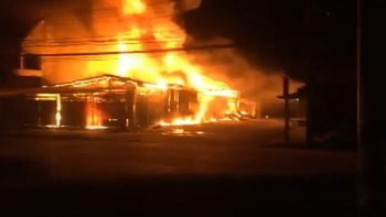 เพลิงไหม้ร้านค้าตลาดเก่า 6 คูหา สินค้าวอดเกลี้ยง เสียหายนับล้าน