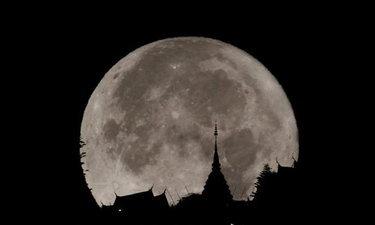 """เผย 3 เคล็ดลับถ่ายภาพ """"ดวงจันทร์เต็มดวงใกล้โลก"""" ให้ดูยิ่งใหญ่อลังการ"""