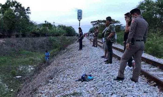 ชายยืนขวางรถไฟถูกชนดับ เปิดหวูดเตือนมาแต่ไกล ยังนิ่งอยู่กับที่