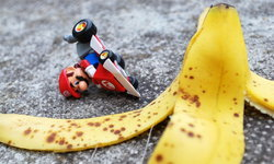 ลื่นจริงเหรอ! ทดสอบขับรถเหยียบเปลือกกล้วย จะลื่นเหมือนใน Mario Kart ไหม