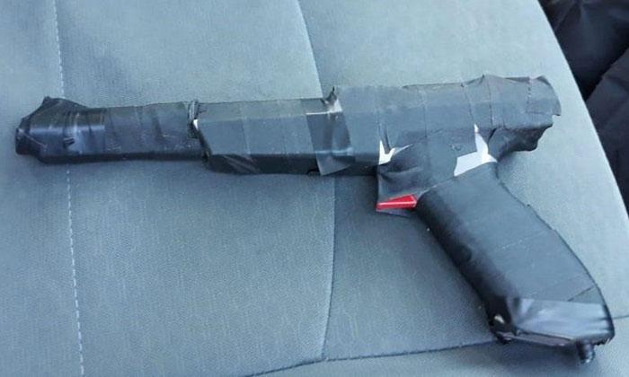 ช่างกล้า! หนุ่มเม็กซิโกบุกปล้นธนาคาร ด้วยจอยปืนเครื่องแฟมิคอม