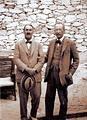 โฮเวิร์ด คาร์เตอร์ นักโบราณคดีชาวอังกฤษขุดค้นพบบันไดทางเข้าสุสานของกษัตริย์ตุตันคามุน