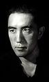 ยูกิโอะ มิชิม่า นักเขียนผู้มีชื่อเสียงของญี่ปุ่นได้กระทำการคว้านท้องฆ่าตัวตาย