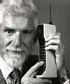 โทรศัพท์มือถือเครื่องแรกถูกผลิตขึ้น