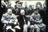 นายกรัฐมนตรี วินสตัน ประธานาธิบดีรูสเวลล์ และผู้นำของสหภาพโซเวียด พบปะกันในการประชุมที่ยัลตา