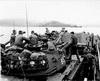 กองทหารนาวิกโยธินสหรัฐ จำนวน 3,500 คน ขึ้นฝั่งเป็นครั้งแรกในช่วงเริ่มต้นสงครามเวียดนาม
