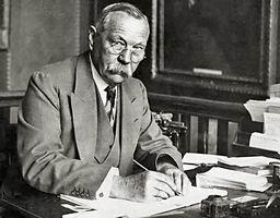 เซอร์ อาร์เทอร์ โคนัน ดอยล์ (Sir Arthur Conan Doyle)