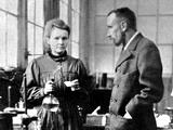 ปิแอร์ กูรี (Pierre Curie) และ มารี กูรี (Marie Curie)