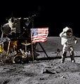 อาร์มสตรองเป็นมนุษย์คนแรกที่ลงมาประทับรอยเท้าบนดวงจันทร์