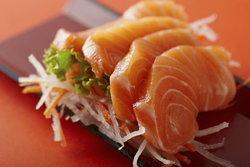กรมวิทย์ฯ เฝ้าระวังคุณภาพ ความปลอดภัยของปลาแซลมอน ที่จำหน่ายในไทย