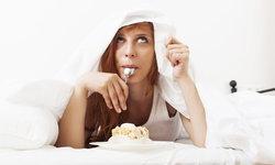 นักวิจัยเผยเหตุผล ทำไมนอนน้อยแล้วต้องกินมาก
