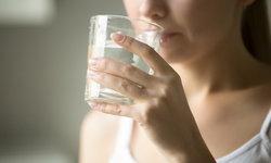 ดื่มน้ำวันละ 8 แก้วก็เพียงต่อร่างกายแล้วจริงหรือ