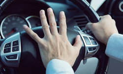 """อารมณ์เสียเพราะ """"รถติด"""" ทุกวัน ส่งผลร้ายอย่างไรกับร่างกายของเราบ้าง?"""