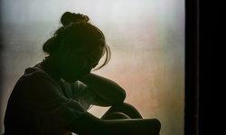 """8 สัญญาณอันตราย """"ซึมเศร้า"""" ในวัยรุ่น ไม่ได้มีแค่อาการ """"เศร้า"""" เพียงอย่างเดียว"""