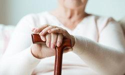 แพทย์แนะ 5 วิธี ผู้สูงอายุรับมืออากาศเปลี่ยนแปลงบ่อย