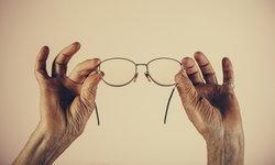 """5 ความเข้าใจผิด เกี่ยวกับ """"สายตา"""" และการ """"ใส่แว่น"""""""