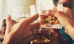 """ดื่ม """"แอลกอฮอล์"""" รวดเดียว เสี่ยงช็อกเสียชีวิต"""