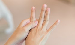 """สัญญาณอันตราย """"วัณโรคกระดูกที่นิ้วมือ"""""""