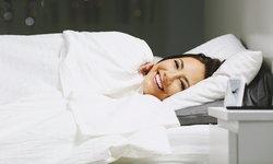 """""""หัวเราะขณะนอนหลับ"""" เรื่องปกติหรือพฤติกรรมที่น่ากังวล"""