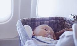 """พาลูกขึ้น """"เครื่องบิน"""" อย่างไร ไม่ให้รบกวนเพื่อนร่วมทาง"""