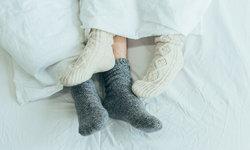 """สวม """"ถุงเท้า"""" ก่อนเข้านอน ช่วยให้หลับสบายขึ้น จริงหรือ?"""