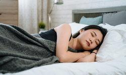 """รู้หรือไม่ """"นอนตะแคง"""" มีประโยชน์ต่อร่างกายมากกว่าที่คิด"""