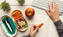 """เมื่อต้อง """"ทำงานที่บ้าน"""" (Work From Home) ควรกินอย่างไรให้สุขภาพดี"""