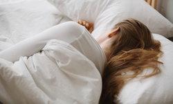 """ถ้าเรา """"นอน"""" ไม่หนุน """"หมอน"""" จะส่งผลดี-ผลเสียต่อร่างกายอย่างไร?"""