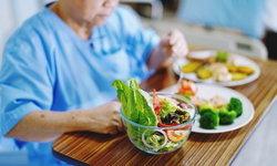 """อาหารสำหรับผู้ป่วย """"มะเร็งเต้านม"""" อะไรกินได้ อะไรควรเลี่ยง"""