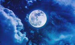 """นักวิจัยชี้ """"คืนพระจันทร์เต็มดวง"""" อาจมีผลต่อการนอนของมนุษย์"""