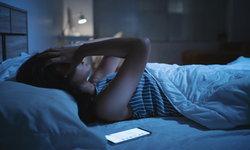 """จิตแพทย์แนะ แก้ปัญหา """"นอนไม่หลับ"""" เพียงแก้นิสัยก่อนนอน 5 อย่าง"""