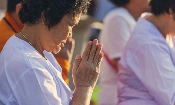 """แนะผู้ป่วยเบาหวาน ความดัน หัวใจ """"สวดมนต์ สมาธิ"""" คุมอาการดีขึ้น"""