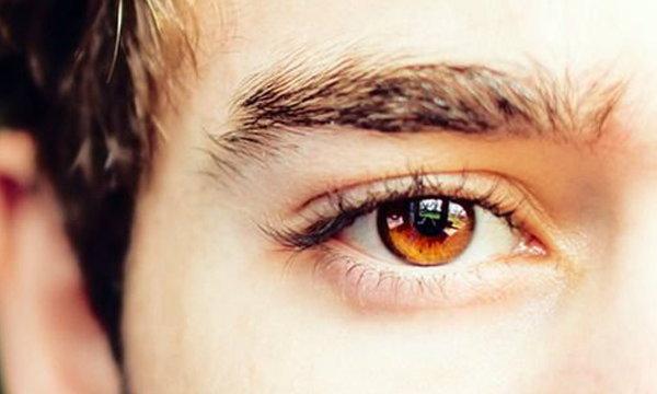 """""""สายตาเอียง"""" เรื่องที่ไม่ควรมองข้าม"""